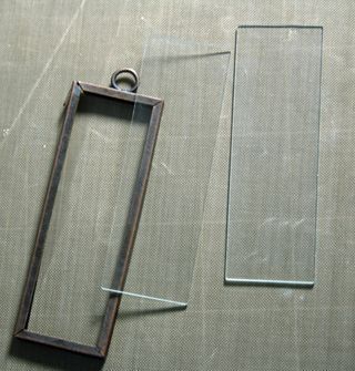 Glass-and-memory-frame