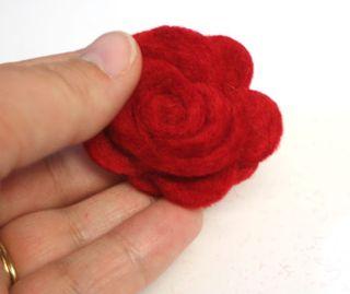 Felt-rose-formed