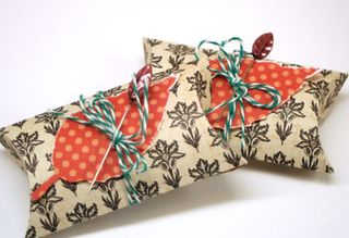 Fall-leaf-pillow-boxes