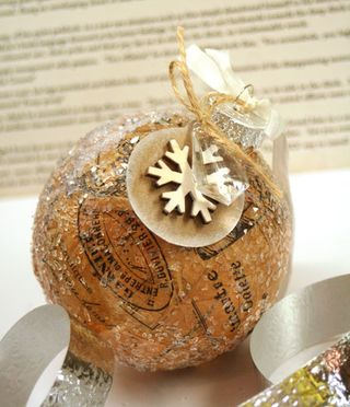 Vintage-christmas-ball-clos