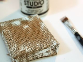 Burlap-and-gesso