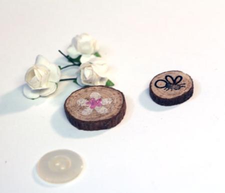 Stamped-wood-slices